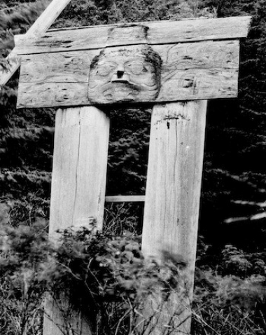 Double mortuary pole at the Haida village of Skedans