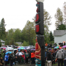 Gift in Solidary Totem Pole unveiling ceremony on September 19, 2013 on the Tsle