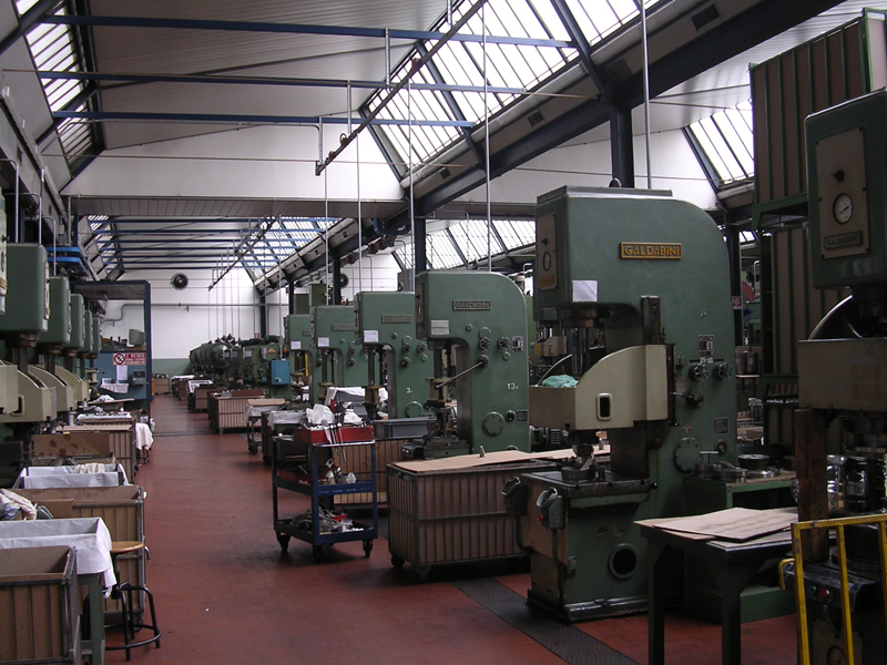 Design Keukenrolhouder : Alessi Factory Italy