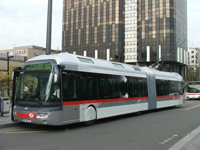 В лион има около десетина тролейбусни